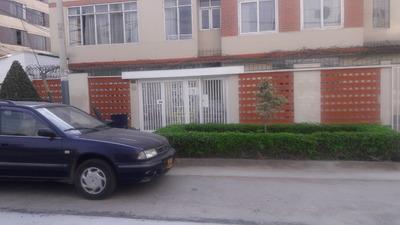 Casa Primer Piso, Una Cdra. Av. Bolívar - Junta A Un Parque