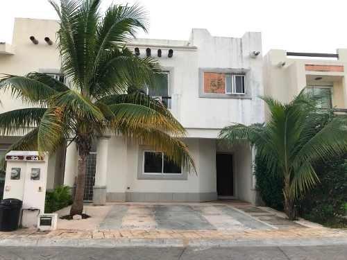 Casa En Venta Con Muy Buena Ubicación En Cancun