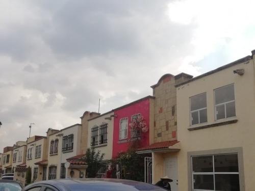 Casa En Venta En Fraccionamiento Privado, Toluca, Hacienda Del Valle Ii