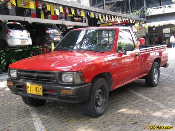 Toyota Hilux 2400 Cc