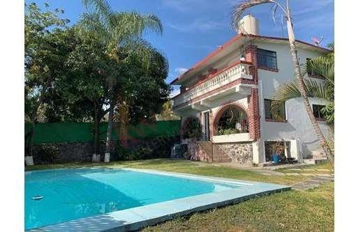Casa Sola Con Alberca, Jardín Y Arboles Maduros.
