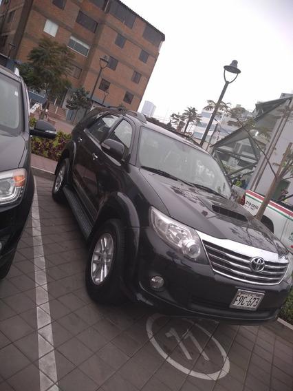 Toyota Fortuner 4x4 Color Negro Año 2014 Petrolero