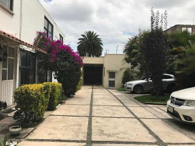 Casa En Venta En Zona Comercial De Toluca