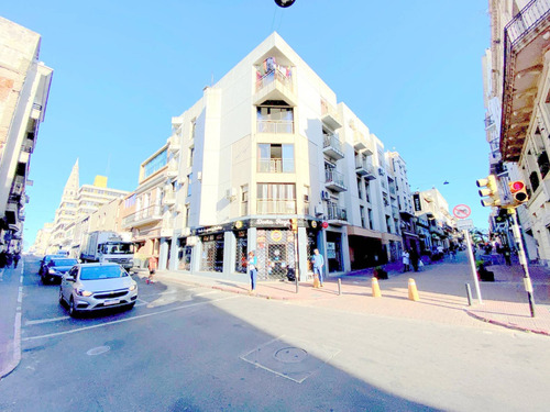 Alquiler Apartamento Ciudad Vieja - Perez Castellano 1492 Ap 101