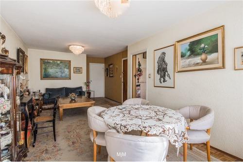 Apartamento En Pocitos De 2 Dormitorios Con Renta.