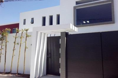 Casa En Venta En El Pueblito, Jardines De Babilonia, Residencia De Autor.