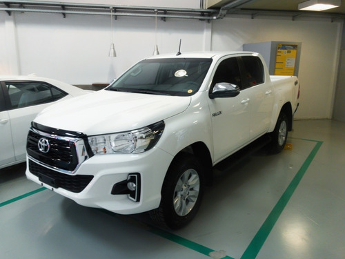 Toyota Hilux 2.8 Cd Srv 177cv 4x4 Entrega Inmediata Mlet