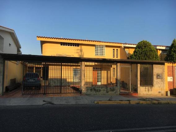 Casa En Venta En Barquisimeto 19-12343 Rb
