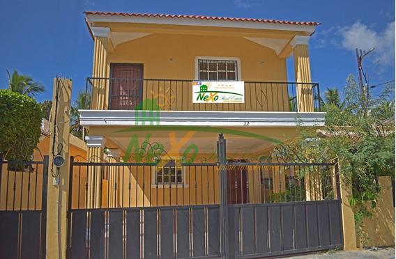 Casa De 2 Pisos De Oportunidad Económica Santiago (eac-232)