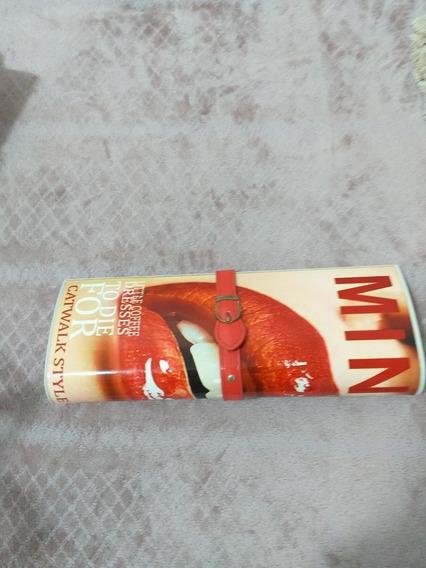 Bolsa De Mão Estilo Uma Revista