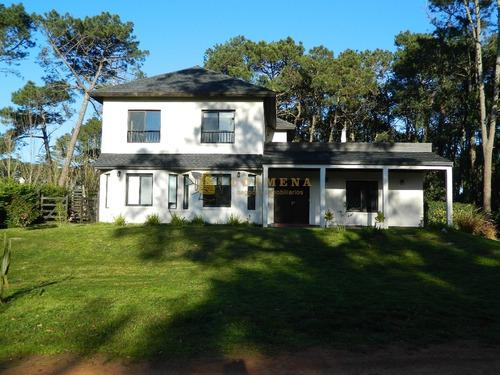 Casa Punta Del Este - Barrio Privado 5 Dormitorios- Ref: 3050