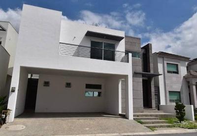Casa En Venta En Fracc. La Joya . Priv. Calandria - Carr. Nal. (ljgc)