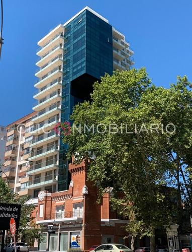 Venta Apartamento 2 Dormitorios En Punta Carretas - Edificio