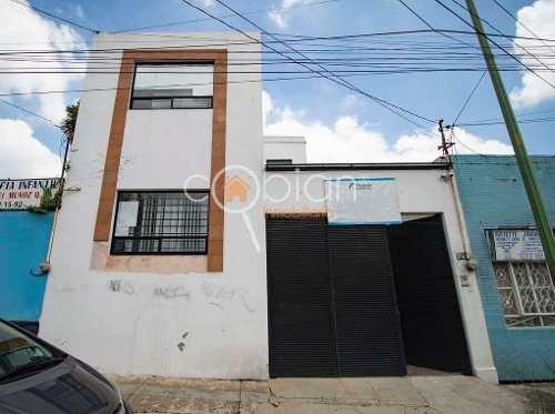 Casa Con Bodega En Venta A Una Calle De Av Juarez, Puebla