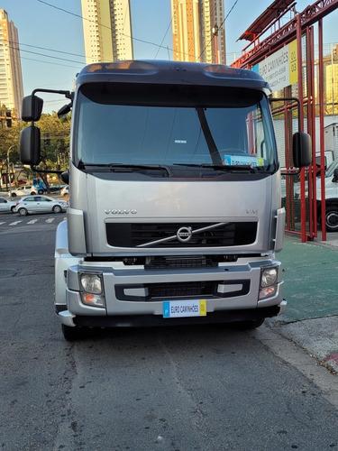 Imagem 1 de 14 de Volvo Vm 270 2013