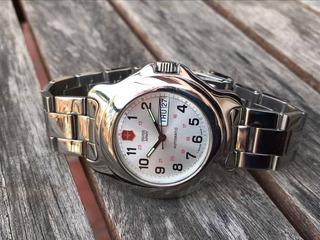 Reloj Automatico Swiss Army Classic - 25 Rubies - 100 M. !!!