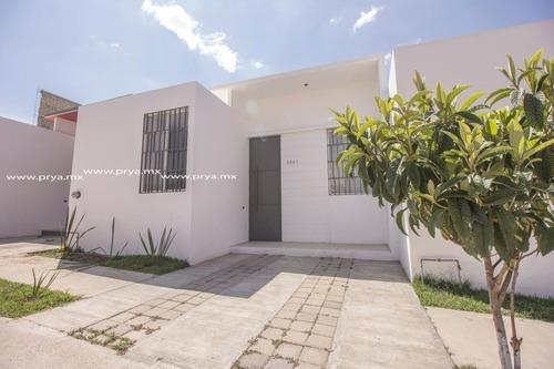 Casa De Una Planta En Venta En Fracc. Las Ceibas En Zapopan Jal.
