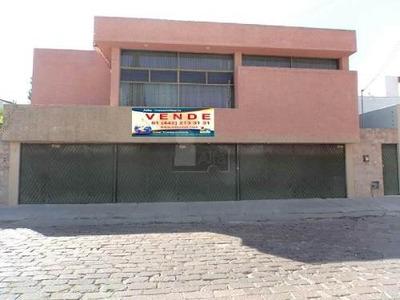 Amplia Casa Céntrica En Venta, Colonia Cimatario A Unos Pasos De Constituyentes. 653 M2 Construcción