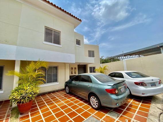 Casa De 2 Pisos Y 5 Habitaciones Villa Cantapiedra