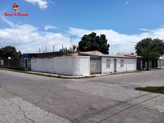Casa En Los Samanes I En Esquina Codigo 20-19450 Hjl