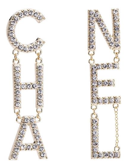 Aretes Colgantes Con Diseño De Letras Con Vidriantes Dorados