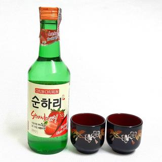 01 Bebida Coreana Soju Chum Churum Sabores + 02 Copos