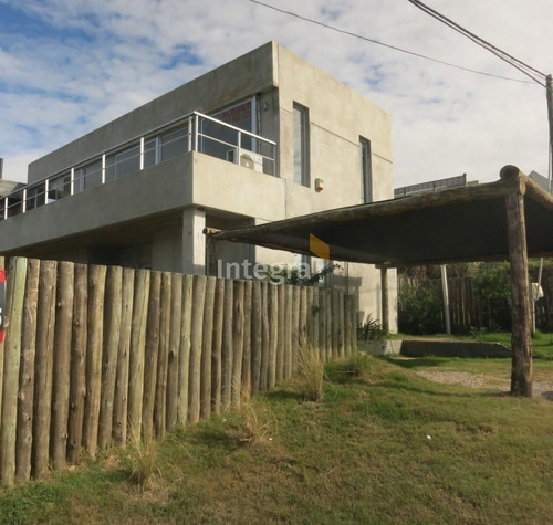 Imagen 1 de 22 de Casa En Manantiales, Balneario Buenos Aires- Ref: 1374