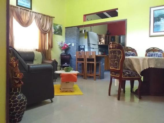 Casa En Venta En Urb. El Castaño, Maracay .mls#20-10133 Jfi