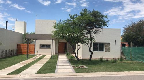 Buratti Casa 4 Ambientes En Barrio Las Cañitas Prov Córdoba