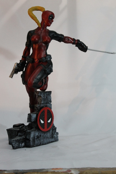 Lady Deadpool Estatua Em Resina 42cm