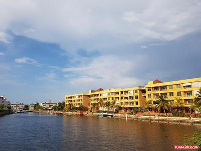Las Marinas. Apartamento En Alquiler, Lecheria.