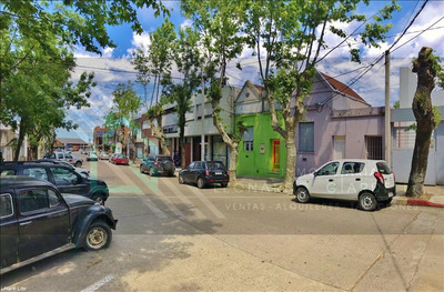 3 Casas En Mismo Padrón, En Punto Estratégico. Ideal Renta!