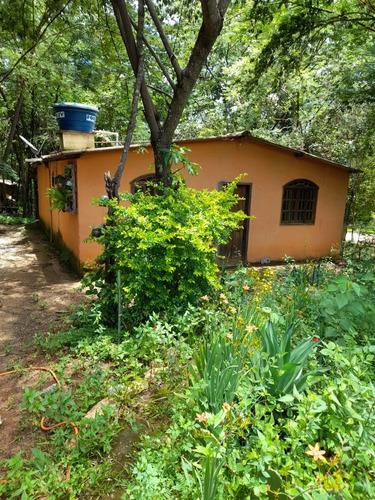 Chácara,2quartos,cozinha, 1banheiro , Sala Ampla E Varanda