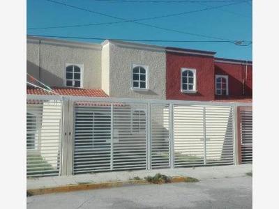 Casa Sola En Venta Privada Valle Dorado, 3 Recámaras + Estudio, Excelente Ubicación.