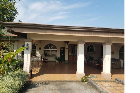 Se Vende Bella Casa En El Centro De Grecia, Alajuela