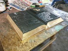 Placa Biblia Grande De Metal