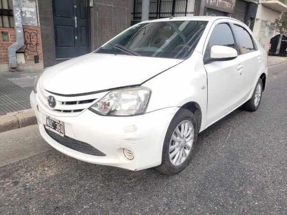 Toyota Etios 2014 En Marcha Y Andando Chocado Poloautos