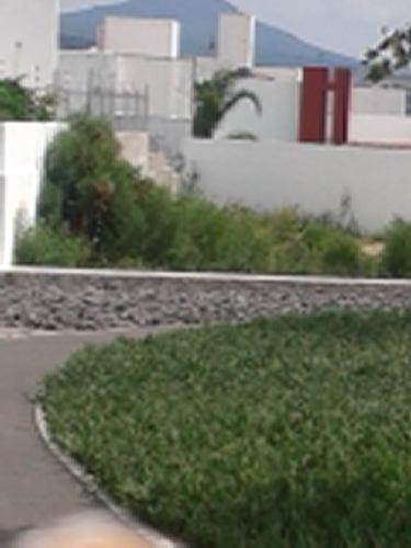 Hermoso Terreno Enfrente Del Parque En Fracc. Milenio Iii Qro. Mex.