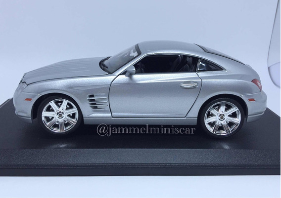 Miniatura Chrysler Crossfire - Escala 1/18 - Maisto.
