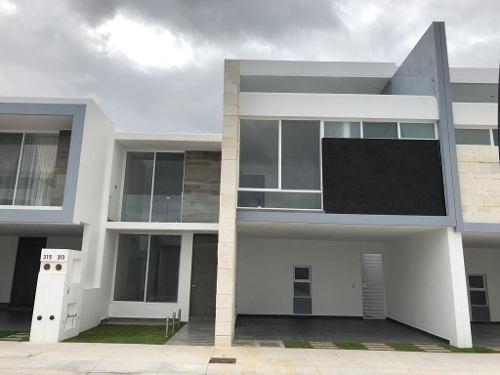 Casa Residencial, Excelente Proyecto Que Conjuga Amplios Espacios, Aguascalientes.