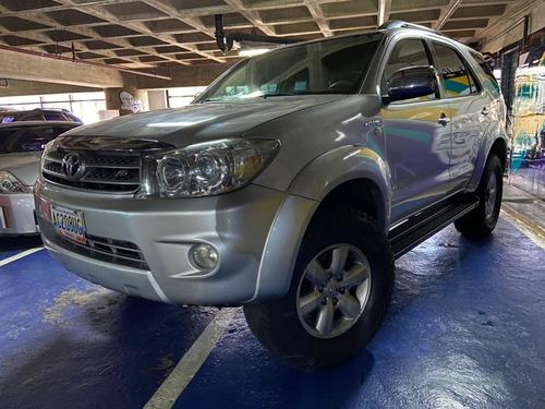 Imagen 1 de 10 de Toyota Fortuner
