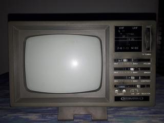 Televisión Portatil Blanco Y Negro.