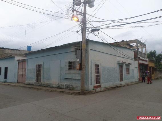 Remax Costa Azul Vende Casa En Calle Comercio Tucacas