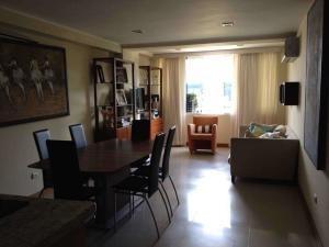 Alquiler De Apartamento En Lomas Del Sol / Ac 20-11222