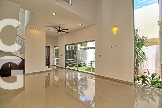 Casa En Venta En Cancun En Residencial Cumbres De 4 Rec