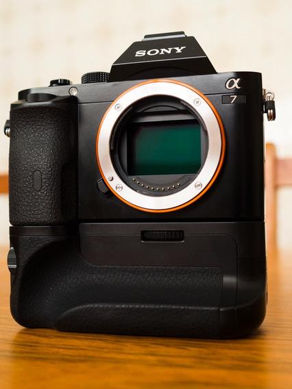 Camera Sony A7 Com Grip / Sem Lente/ Acompanha Uma Bateria