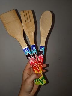 Estilo ruso Khokhloma 2 grandes cucharas de madera pintada laqueada