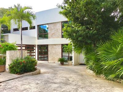 Hermosas Casas De Dos Plantas Dentro De Residencial Con Campo De Golf
