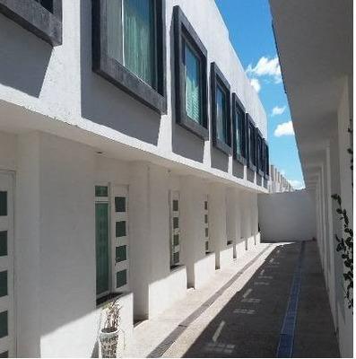 ¡¡ Hermosa Casa De Tres Niveles Con Roof Garden En El Mirador !!