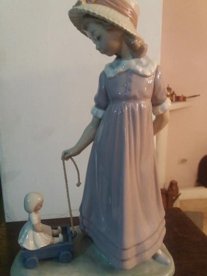 Lladro Original Figura De Mujercita Tirando De Un Juguete